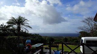 雨は次第に弱まるがスッキリしない空模様となっていた11/14の八丈島