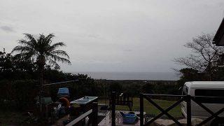 空には雲も広がって次第に雨風強まってきていた11/18の八丈島