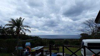 雲は増えるが時折青空もあって風は弱まってきていた11/20の八丈島