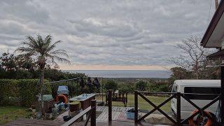 次第に雨足強まって寒さが戻ってきていた12/8の八丈島