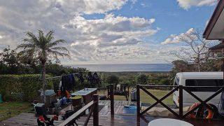 西風吹いて寒くもあるが青空は広がってきていた12/9の八丈島