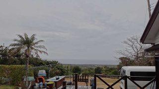 雲は広がりグズついた空模様となっていた1/22の八丈島