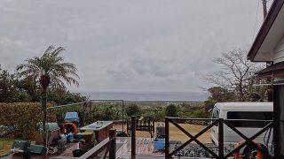 雨は上がらずスッキリとしない空模様となっていた2/3の八丈島