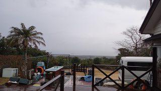 風は次第に強まって雨もしっかり降っていた2/26の八丈島