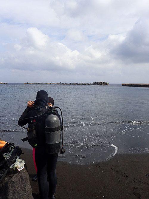 穏やかな底土の海で体験ダイビング