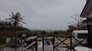雨は次第に止んではくるが冬の寒さが戻ってきていた3/6の八丈島