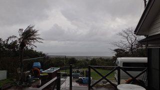 雨風強く気温も上がらず荒れた天気が続いていた3/21の八丈島