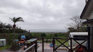 雲は広がり次第に雨も強まってきていた4/17の八丈島