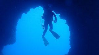 青空広がり日差しも強い八丈島、八重根と底土で【ダイビング】
