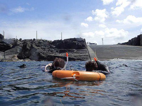 海に慣れたら沖まで泳ぎ