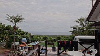 空には雲は広がるが明るい曇りとなっていた5/29の八丈島