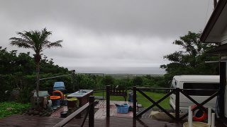 時折空は明るくなるが広がる雲変わらずだった6/21の八丈島