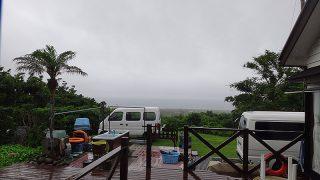 時折強めの雨も降ってきて次第に風は強まっていた6/23の八丈島