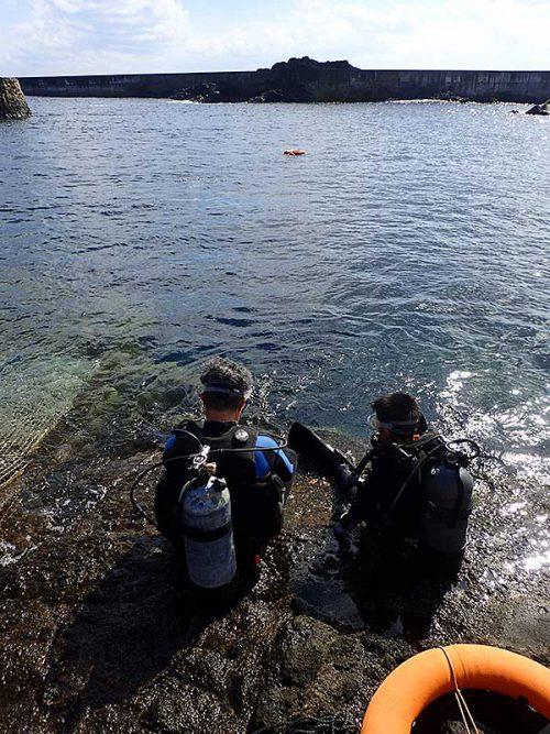八重根の海で潜って行って