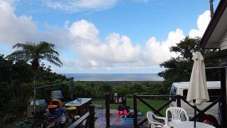 青空あるが雨も降り落ち着かない空模様が続いていた7/31の八丈島