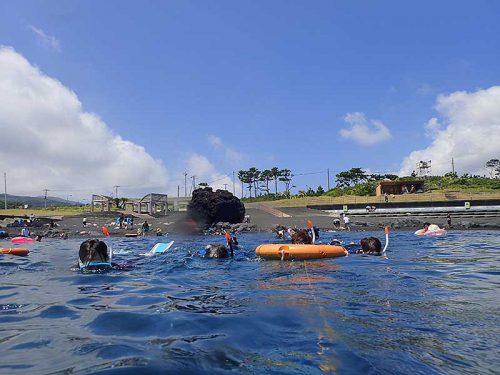 ゆっくり海に慣れつつ沖まで泳ぎ
