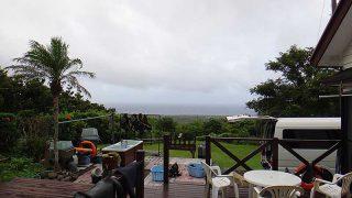 雨は降ったり止んだりでグズついた空模様となっていた8/11の八丈島