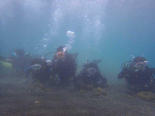 ゆっくり浅場で海の中での呼吸に慣れてき