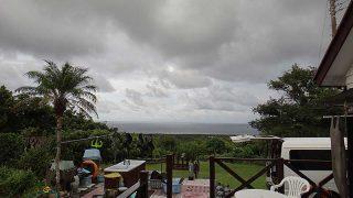 早めのうちは雨も降りスッキリとしない空模様となっていた9/15の八丈島