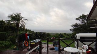 風は強まるが日中は青空も見られていた9/22の八丈島