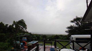 涼しい風も強まって日中は雨が降り止まずでもあった9/27の八丈島