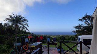 青空広がり季節外れの暑さとなっていた10/6の八丈島