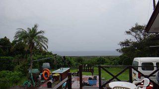 雨は次第に上がってきていて空も明るくなってた10/12の八丈島