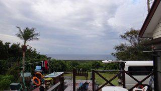 雨は次第に強まってグズついた空模様となっていた10/18の八丈島