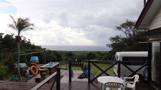 雲は多くてパラッと雨は落ちてはくるものの青空あった10/24の八丈島