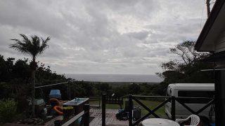 雲は広がり南寄りの暖かな風が強まってきていた12/4の八丈島
