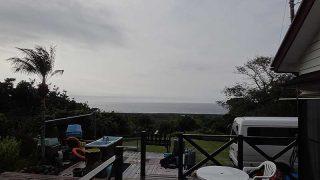 一時雨足強まるが概ね曇りで暖かだった12/5の八丈島