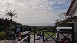雲は多いが青空あって風は冷たくもなっていた12/13の八丈島