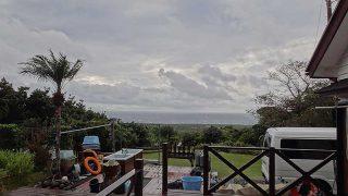 風は強まり早めのうちは雨も降って荒れた天気となっていた12/17の八丈島