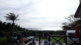 風は冷たくなってはいるが青空も見られていた12/24の八丈島