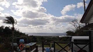 雲は多いが青空も見られ寒さが戻ってきていた1/21の八丈島