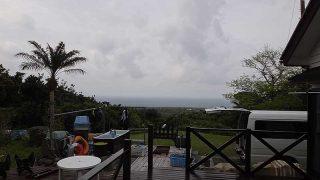 うっすら雲は広がるが薄日は差し込んでもいた4/24の八丈島