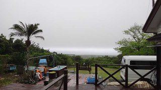 風は弱まり雲も低く降りてきていた4/25の八丈島