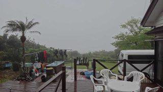 湿った風も吹いてきてすっかり霧に包まれていた5/1の八丈島