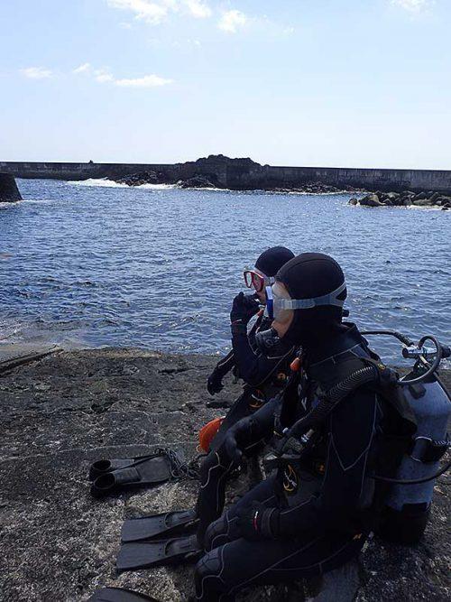 少しうねりもあるが八重根の海へ行きまして