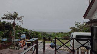 風は強まり次第に雨足強まっていた5/21の八丈島