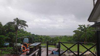 風は弱まってはくるものの雲は広がり涼しくなっていた6/12の八丈島