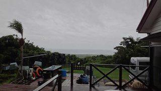 雲は広がり風も強まり蒸し暑くもあった6/30の八丈島