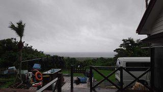 雨はパラパラ降っていて風は強くもあった7/4の八丈島
