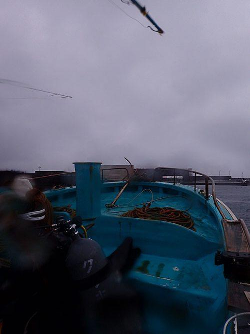 東側側からボートで出ていき