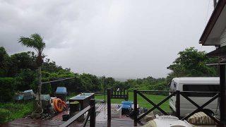 時折激しい雨も降りグズついた空模様となっていた7/23の八丈島