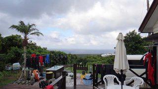 若干雲は増えてもいるが青空あって暑さは続いていた8/21の八丈島