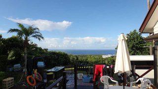 日差しは強く青空あるが一時激しい雨も降っていた9/4の八丈島
