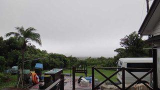 雲は広がり吹く風強うグズついた一日となっていた9/17の八丈島