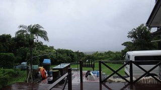 引き続き雨風強く荒れた天気となっていた9/19の八丈島