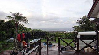 空には雲は広がって午後から雨も降ってきていた9/22の八丈島
